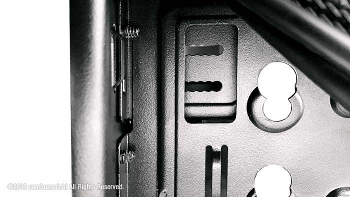 DefineR6-5インチベイとドライブプレートの正しいネジ位置